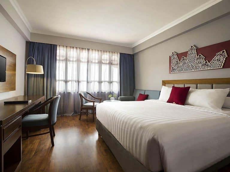 hotel Sumatra Bukittinggi chambre rouge