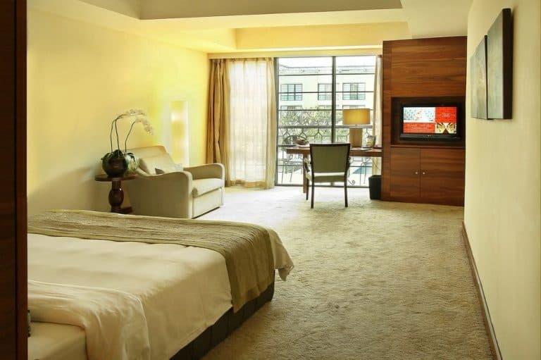 hotel Sumatra Medan lit