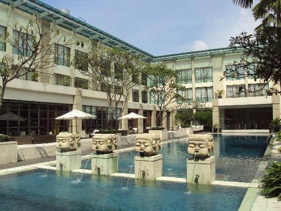 hotel Sumatra Medan statues