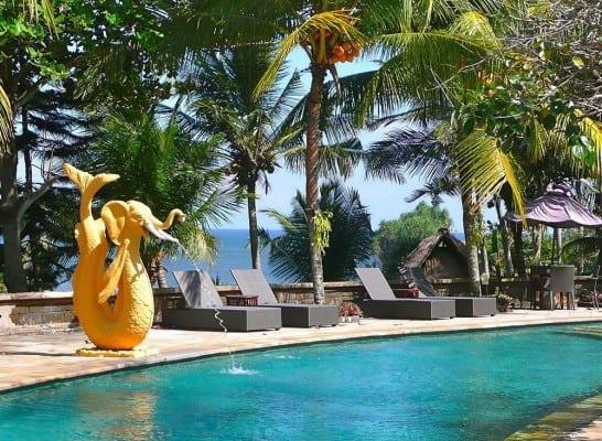 hotel surabrata indonésie décoration piscine