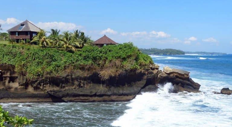 hotel surabrata indonésie falaise