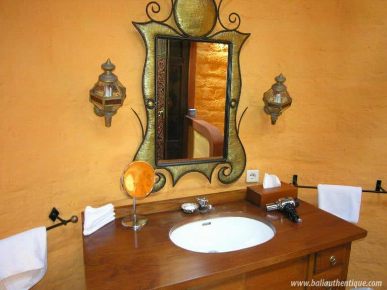 hotel surabrata indonésie salle de bain