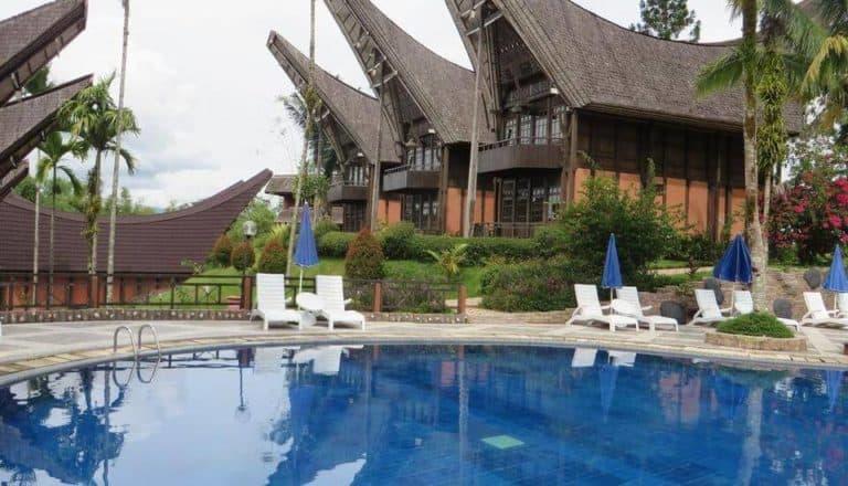 hotel toraja rantepao sulawesi tongkonan piscine