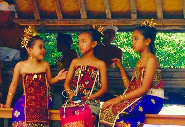 village balinais cérémonie indonésie