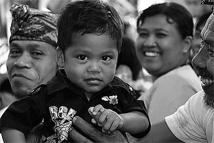 enfant balinais indonésie