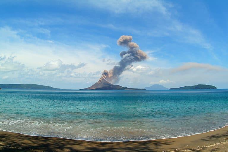 krakatoa-volcano-eruption-java-sumatra