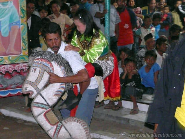 kuda lumping danse javanaise decouverte spectacle local
