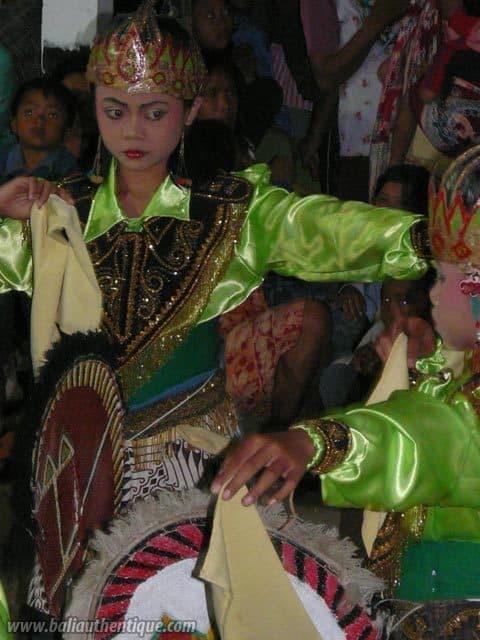 kuda lumping danse javanaise jeunes filles