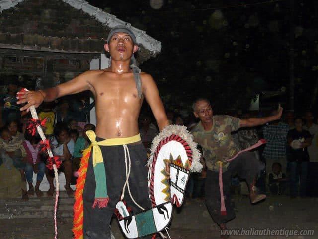 kuda lumping danse traditionnelle javanaise