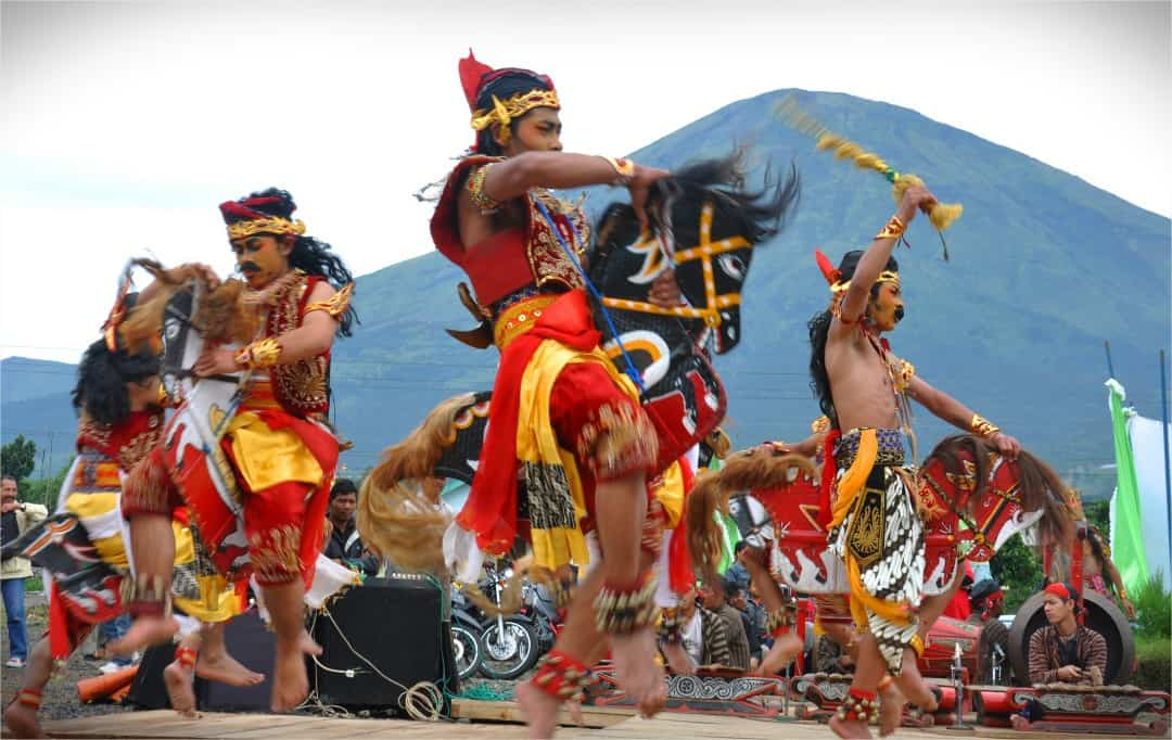 kuda lumping danses traditionnelles javanaises