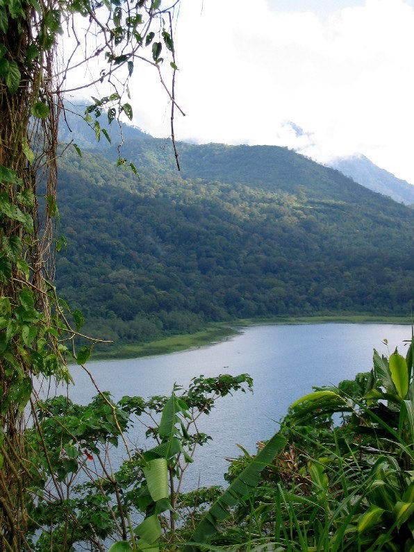 lac bratan buyan tamblingan vue panoramique