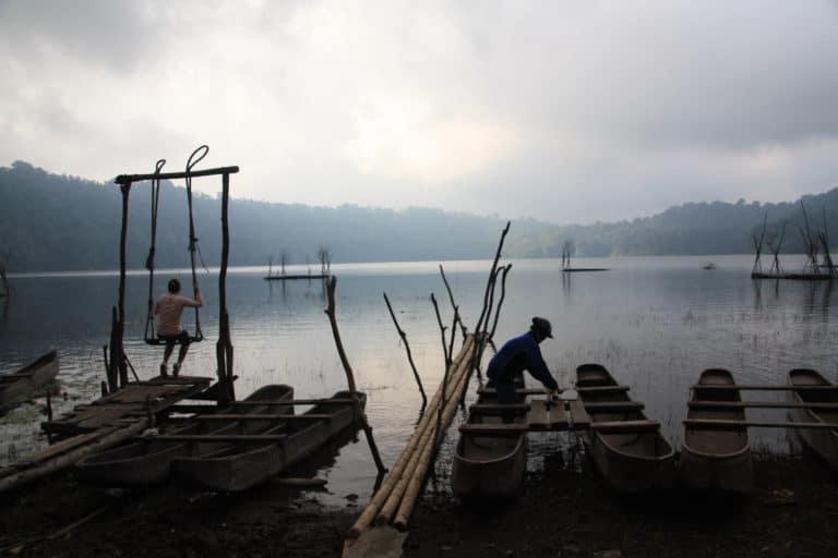 lac tamblingan bali pirogue balancoire