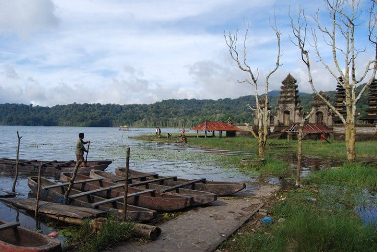 Lac Tamblingan balade en pirogue bali