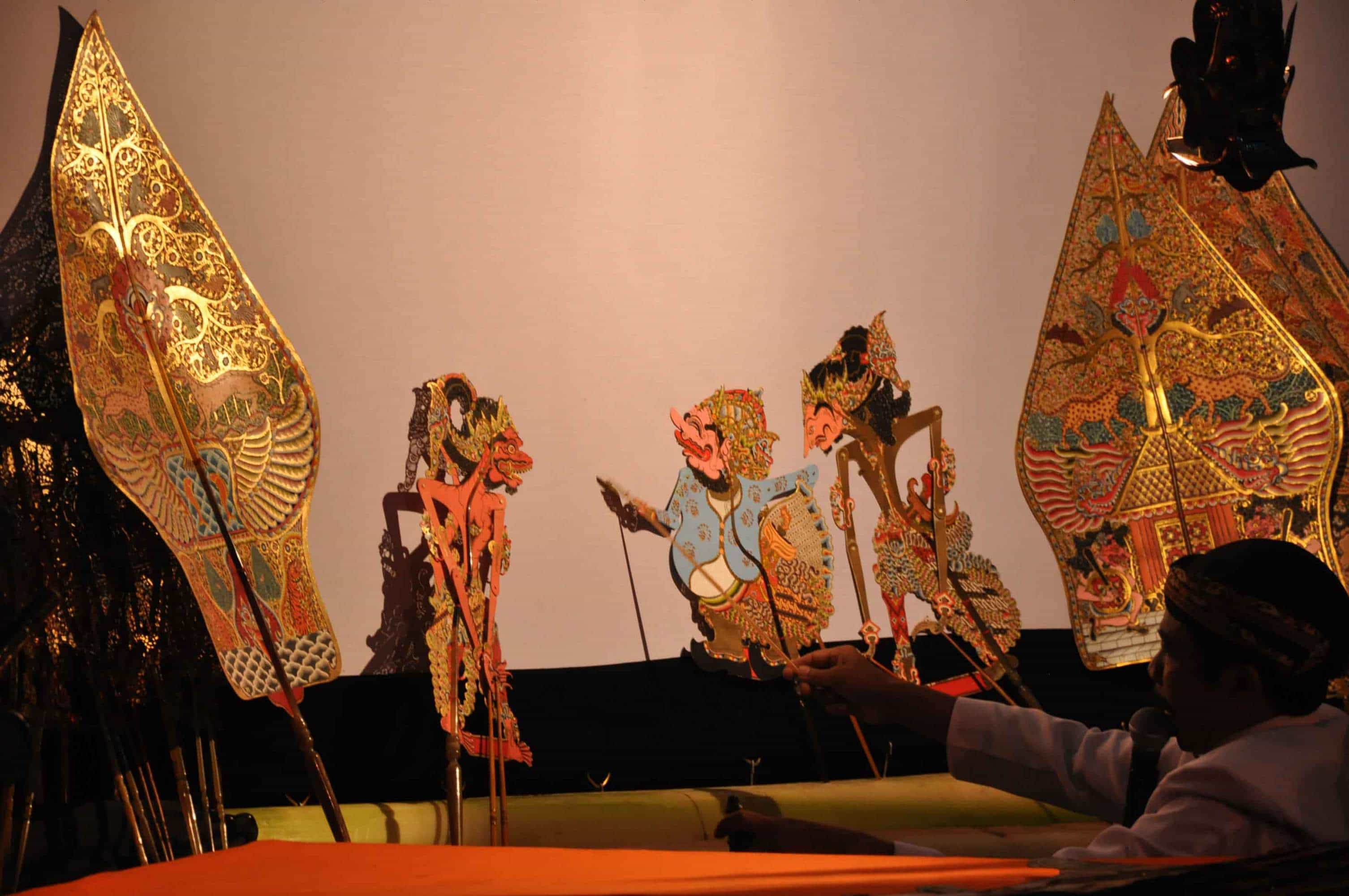 Wayang thèâtre d'ombres traditions