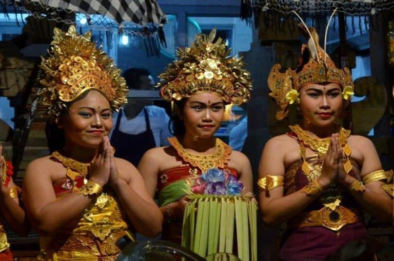 lelong bali costume balinais indonésie