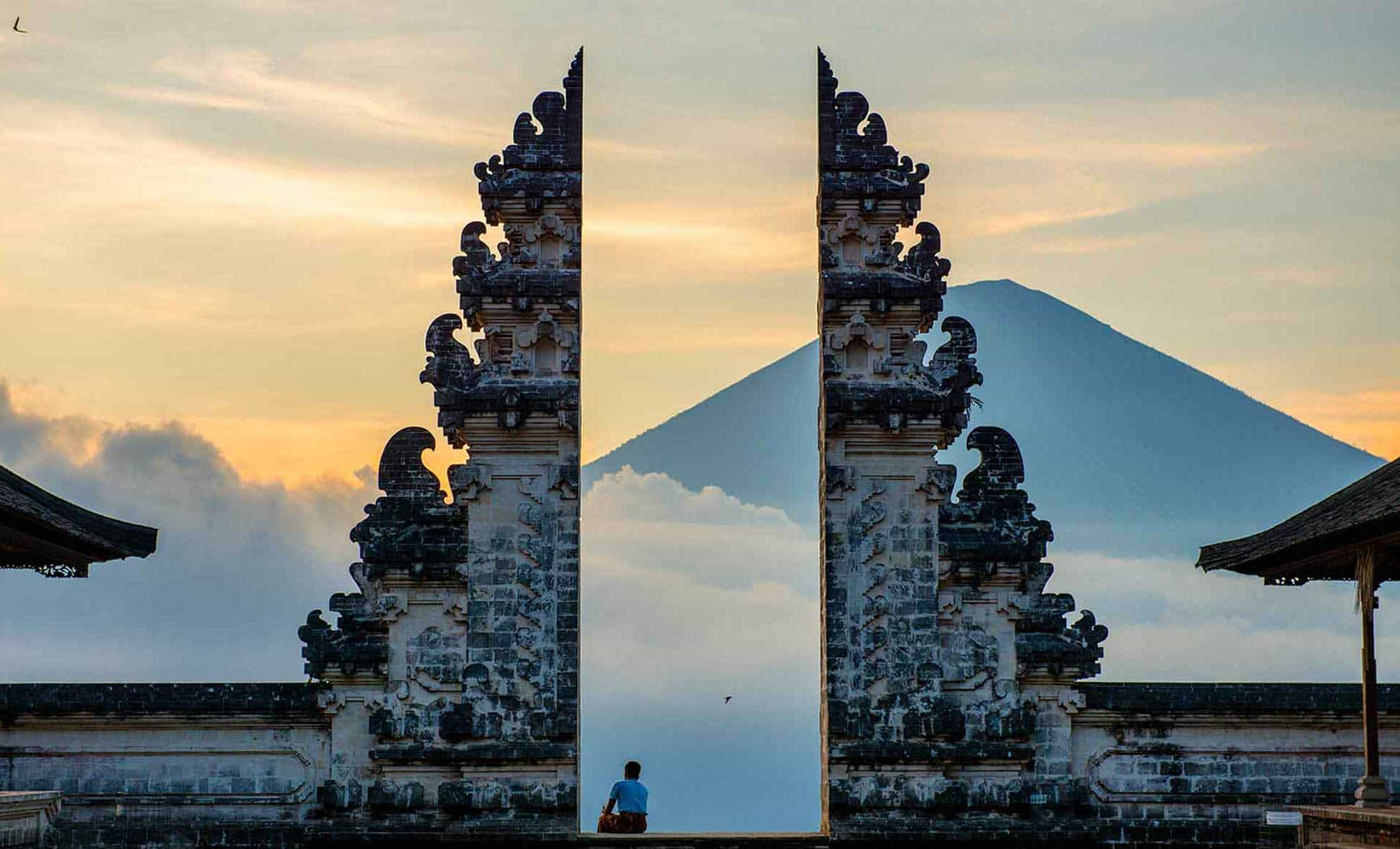 Temple Lempuyang Bali couché de soleil volcan Agung porte du ciel