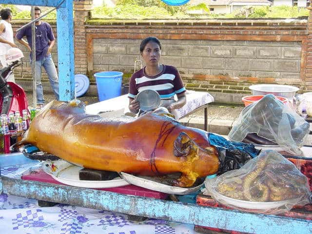 marché de gianyar bali vente de cochon