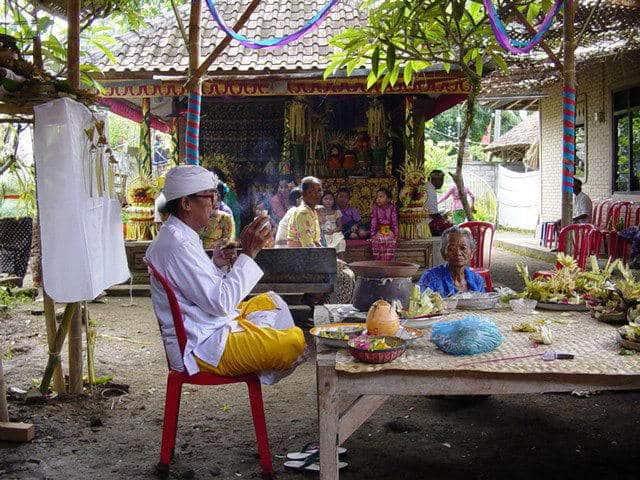 mariage balinais authentique indonésie