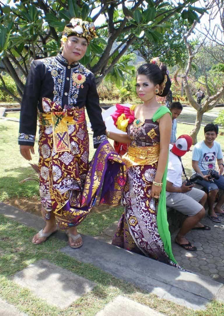 mariage balinais typique indonésie