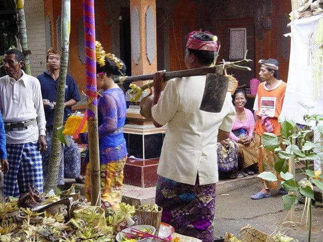 mariage balinais traditionnel réunion familiale