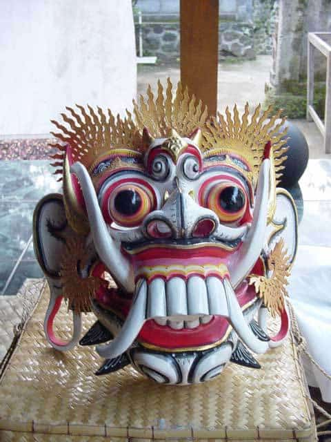 masques balinais traditions locales indonesie