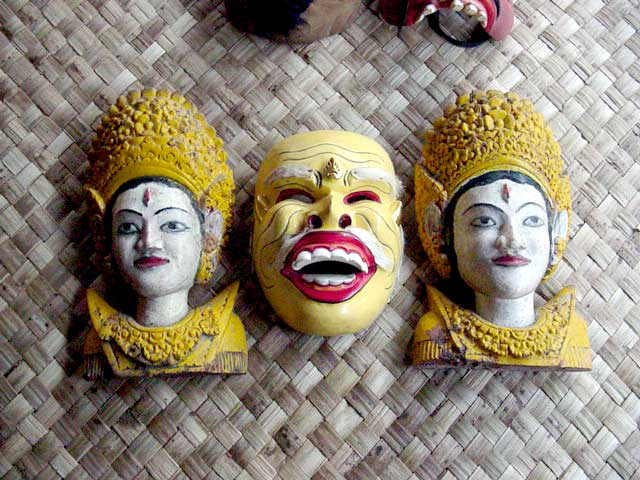 masques balinais typiques anciens indonesie