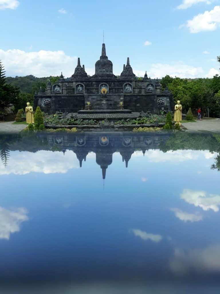 monastere bouddhiste bali indonesie
