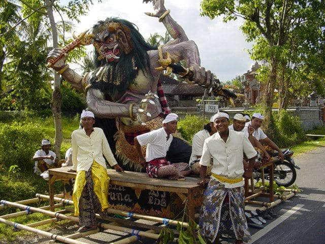 nyepi cérémonie traditionnelle bali