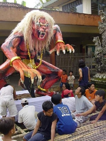 nyepi créatures tradition bali
