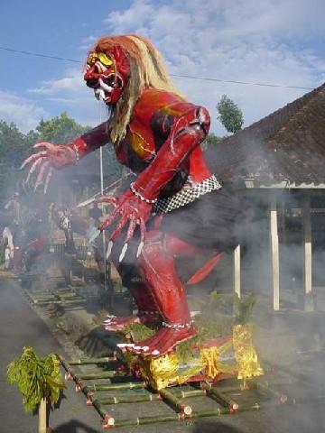nyepi cremation monstres bali