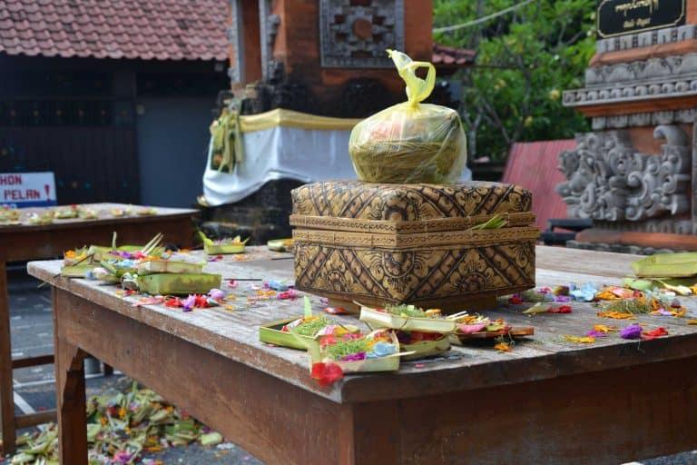 offrandes bali traditions indonésie