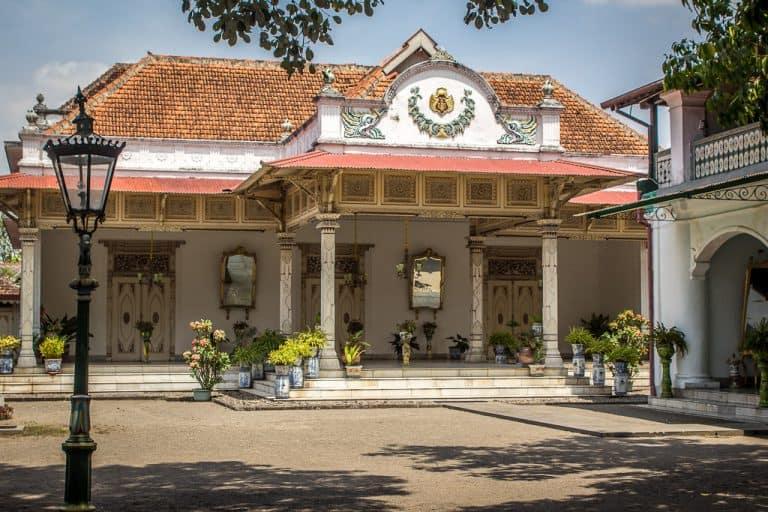 entrée du keraton palais sultan indonésie
