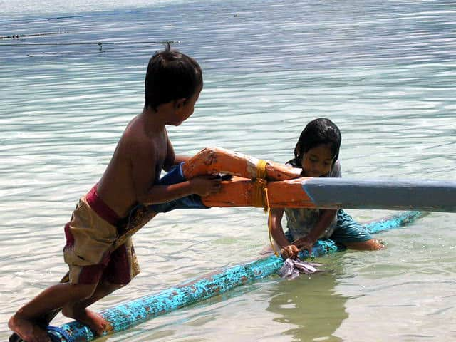 peche gili air ile lombok indonesie enfants mer