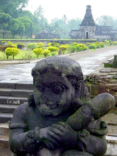 penataran temple java est statue