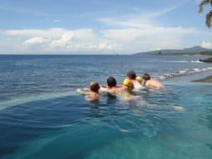 piscine à débordement luxe indonésie