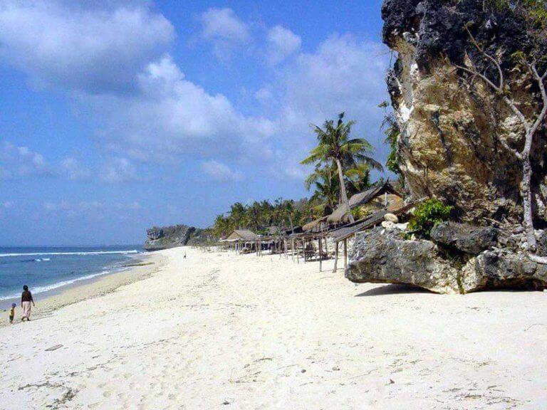 plage de sable blanc bali découverte