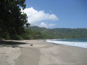 plage déserte sable noir java