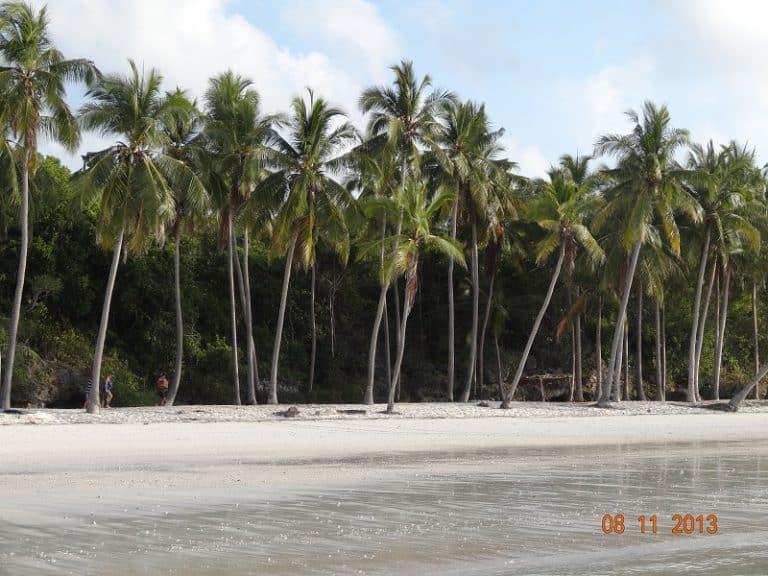 plage de sable blanc indonésie