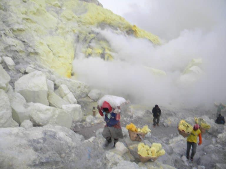 Ijen souffre java volcan paysage indonesien