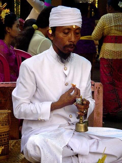 prêtre balinais brahmanes mariage traditionnel