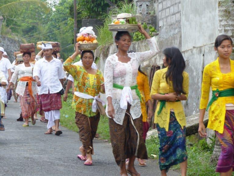 procession indonésienne cérémonie bali