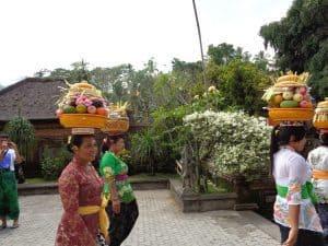 procession balinaise indonésie
