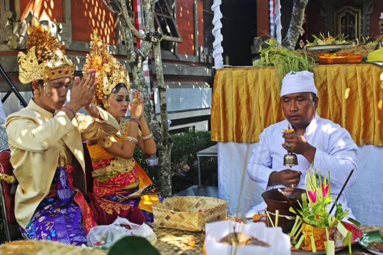 Procession cérémonie mariage balinais Bali