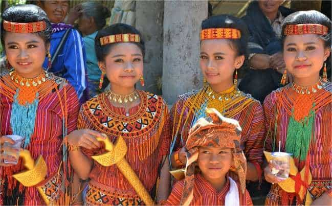 Sulawesi enfants vêtement traditionnel