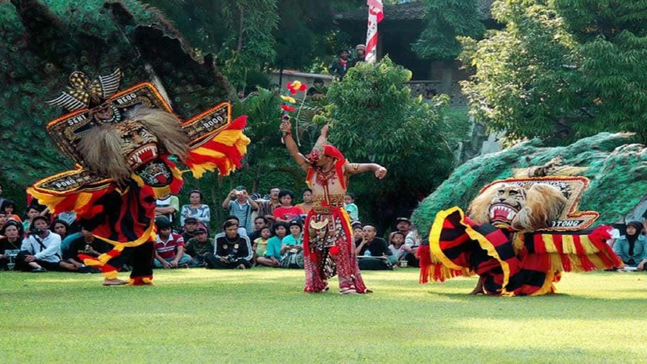 reog javanaise representation danse java indonesie panorama