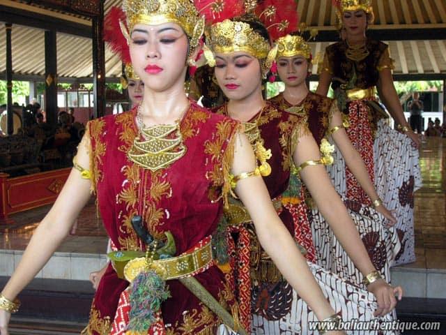 serimpi danse ile java indonesie