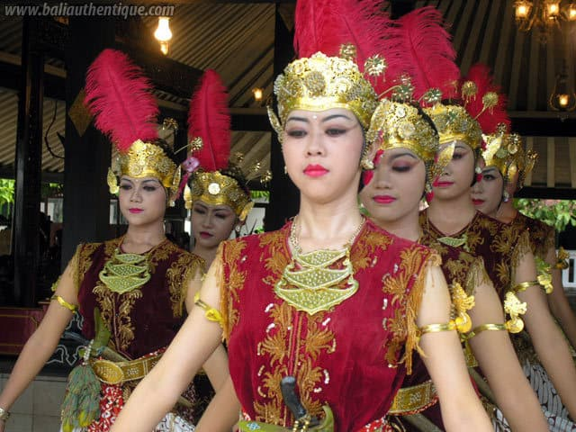 serimpi danse java indonesie costumes