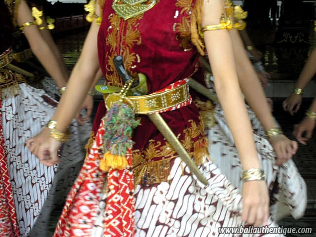 serimpi danse java indonesie zoom costume