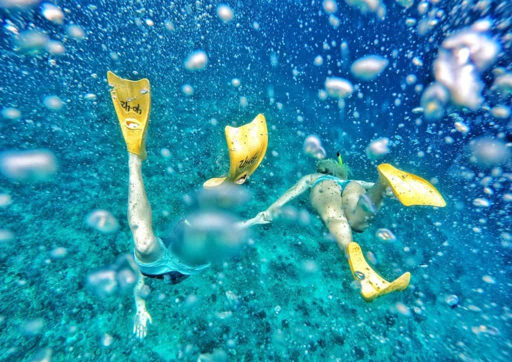 Gili Trawangan snorkeling en couple plongée masque et tuba iles Gili Indonésie Lombok