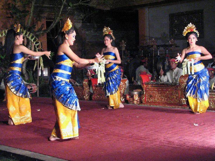 spectacle danse ramayana java danseuses